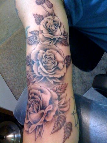 """Roses tattoo"" by mytat_2s (Creative Commons)"